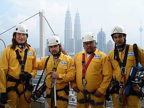 AC Mizal (kiri) di samping 'team Cuci'- Afdlin Shauki, Awie dan Hans Isaac.