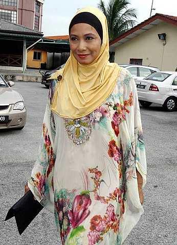 Aida Radzwill hadir pada sebutan kedua tuntutan fasakh cerai di Mahkamah Rendah Syariah Petaling Jaya semalam. - Foto oleh MOHD SAHAR MISNI