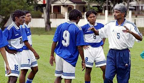 Jurulatih skuad Bawah 23 tahun kebangsaan, K.Rajagobal (kanan) dilantik sebagai jurulatih skuad kebangsaan bagi menggantikan B. Sathianathan yang diminta berhenti pada 1 Februari lepas.